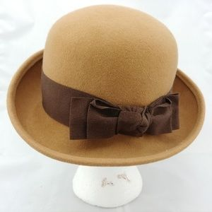 Amanda Smith Tan Wool Derby with Bow Italy
